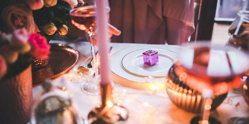 Total white, tradizionale o scintillante: scegli la tua tavola di Natale