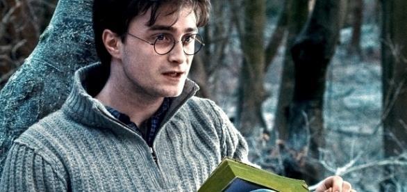 Harry Potter 20 e gli spoiler nascosti: gli indizi lasciati da J. R. Rowling nel corso della saga